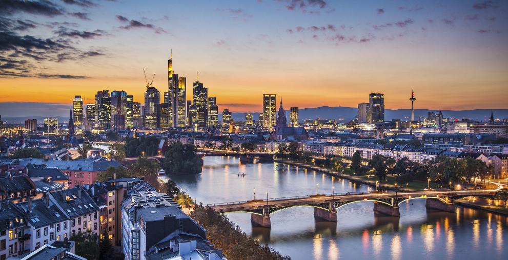 Bislang bieten nur wenige Banken in Deutschland Instant Payments an. Das muss sich ändern, fordern Treasurer.